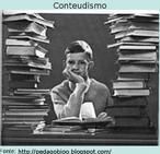 Conteudismo é um conceito utilizado para contextualizar a fragmentação do conhecimento acadêmico, a transferência hierárquica do conhecimento do professor para o aluno, no qual o educando não fosse um mero receptor de conhecimentos, sem se preocupar com a conquista do conhecimento de forma natural e sem respeitar o processo natural de aprendizagem.   Trata-se da excessiva exigência de memorização de algoritmos e terminologias, descontextualização e ausência de articulação com as demais disciplinas do currículo, num cumprimento restrito do currículo escolar.
