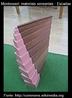 """A escada larga é projetado para ensinar os conceitos de """"grosso"""" e """"fino """". É composto por dez conjuntos de prismas de madeira com um acabamento natural ou mancha marrom. Cada degrau é 20 cm de comprimento e varia de espessura 1-10 cm. Quando colocadas juntas mais grossas do mais fino para, eles fazem uma escada mesmo.  Como uma extensão, as escadas largas são geralmente usado com a torre-de-rosa e permite realizar muitas construções. A torre-de-rosa e as escadas amplas são mostrados aqui juntos em uma atividade de extensão. A criança pode fazer uma variedade de modelos."""