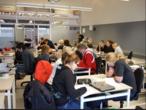 """Uma sala de aula do """"gimnasio"""" (equivalente ao Ensino Médio), em Hraðbraut Islândia (22 de novembro de 2006)"""