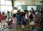 Foto de uma sala de aula típica de uma escola primária japonesa.(25 de outubro de 2005).