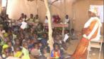 Foto da embaixada dos EUA na Nigéria: Estudantes de salas de aula improvisadas.