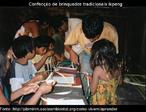 Confecção de brinquedos tradicionais Ikpeng, acompanhamento pedagógico na Escola Central Ikpeng, Parque Indígena do Xingu, Mato Grosso.