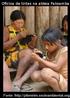 As escolas indígenas, assim como aquelas dos não-índios, também são um espaço de aprendizado das crianças. Muitas vezes o conteúdo que é ensinado ali pelos professores é bem diferente daquele que é transmitido pelos parentes na aldeia. É claro que estes conteúdos podem se misturar em alguns momentos, mas a escola tem como foco ensinar a escrever, ler, fazer conta, entre outros conhecimentos importantes para o diálogo com o mundo dos não índios, já os parentes ensinam as formas de se organizar da comunidade, como produzir artefatos e tudo aquilo que é importante para se viver bem naquele grupo.