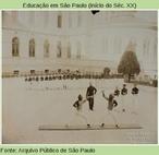 A esgrima também fazia parte da educação física, em 1908.