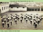 Estudantes estão preparadas para o Festival escolar de 1942, no Grupo Escolar de Tapiratiba, no interior de SP.