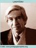 Alexei N. Leontiev (1904 - 1979)psicólogo russo. De 1924 a 1930, trabalhou com L.S.Vigotsky. Estudou a memória e a atenção deliberadas, e desenvolveu sua própria teoria da atividade que ligava o contexto social com o desenvolvimento. Alexei Leontiev formulou o conceito de atividade como formação sistemática e unidade de análise para as ciências humanas.